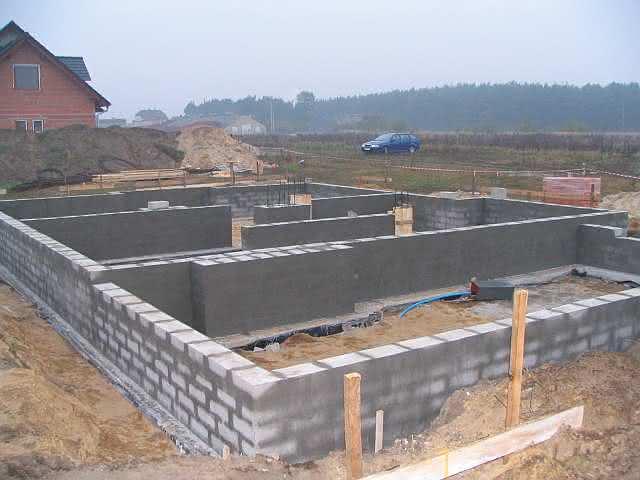 2g ściany fundamentowe z tynkiem pocienionym.jpg