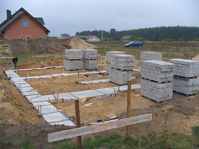 2a materiał bloczki na placu budowy.jpg