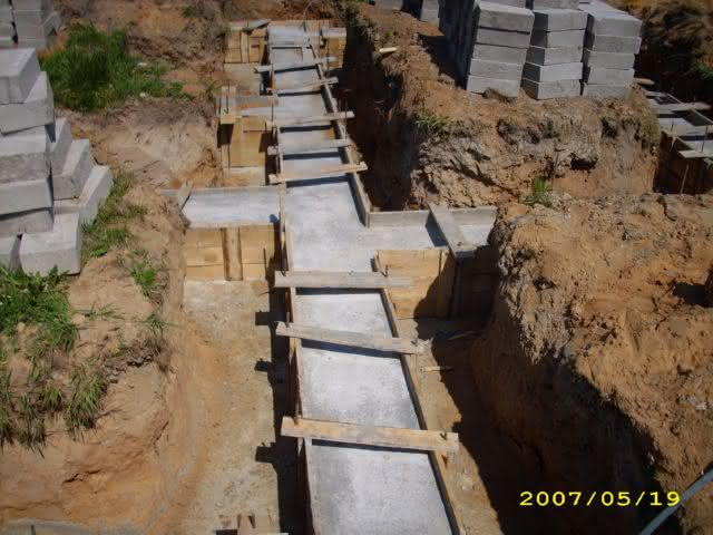 2007-05-19-ławy schną,bloczki czekają.jpg