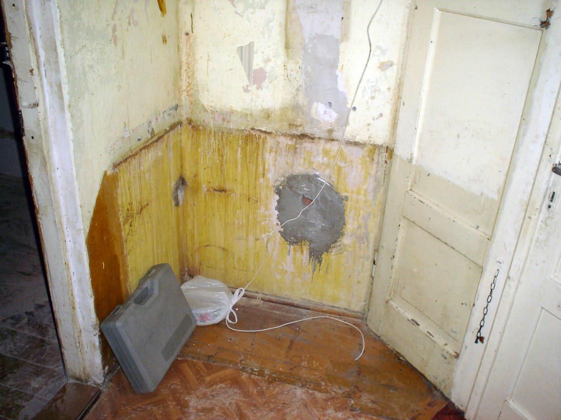 zatkana dziura z rurą kanalizacyjną - do łazienki na kortyar