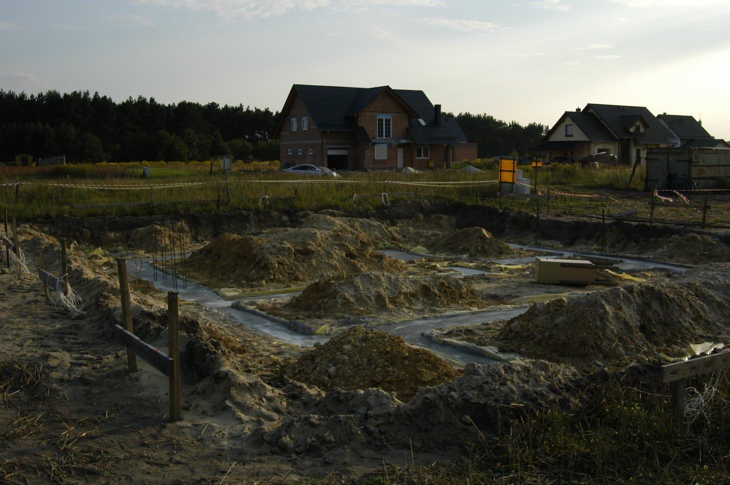 Fundamenty już zalane - 02-09-2008