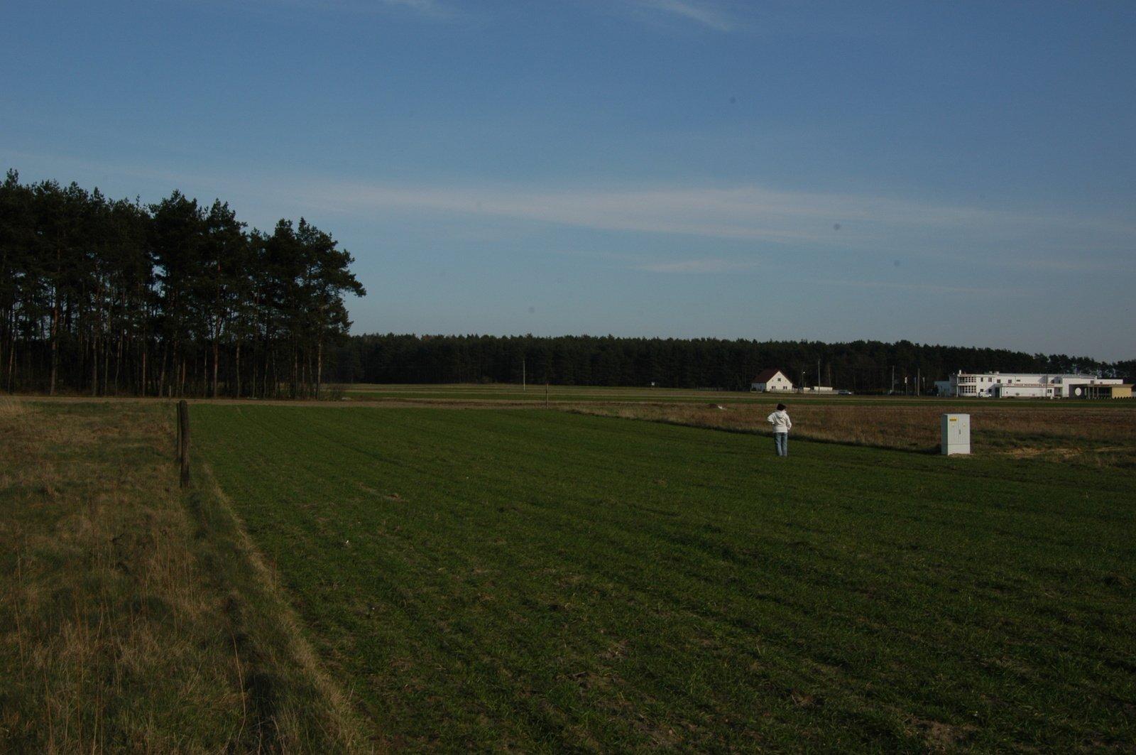 Nasza działka, to jeszcze pole - kwiecień 2008