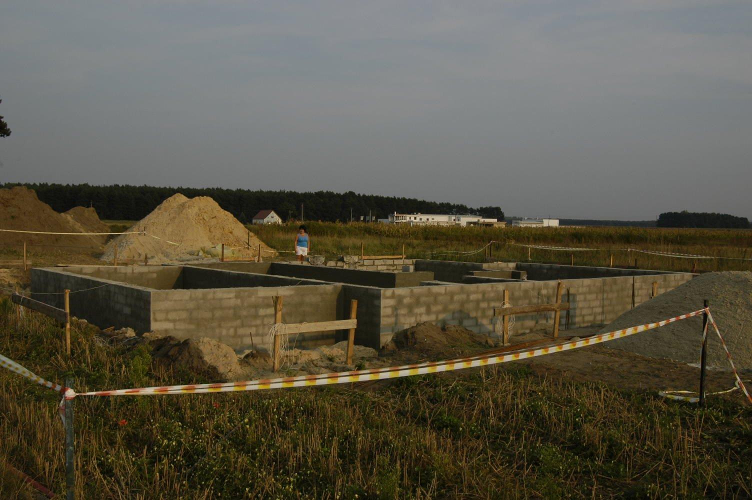 ściany fundamentowe już postawione 05-09-2008