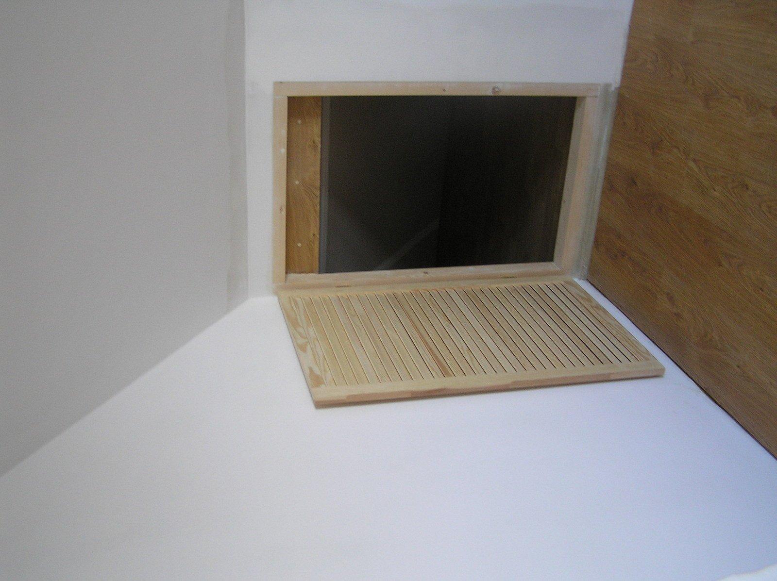 schowek za sypilanią, wejście od srtony przylegającego pokoj