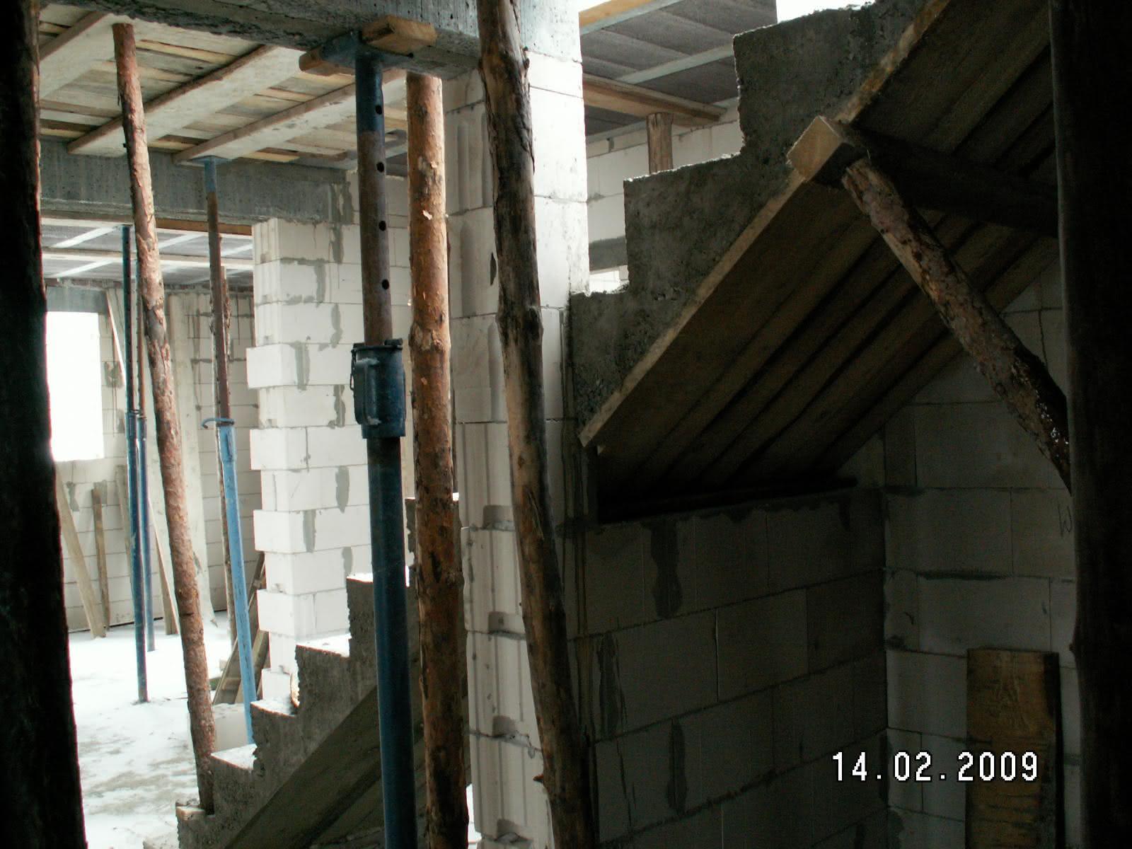 schody po wylaniu (widok z łazienki)