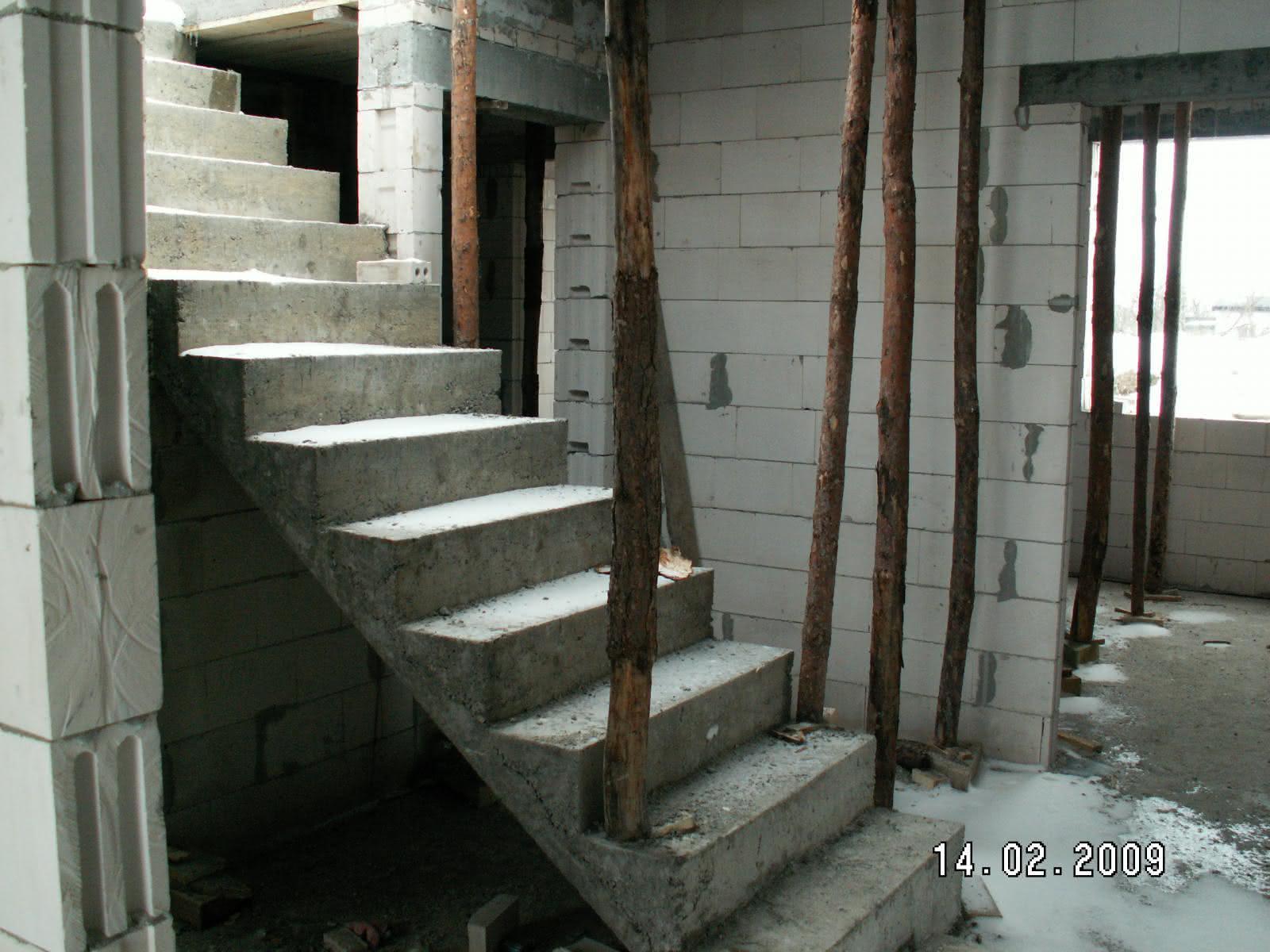 schody po wylaniu (widok z wiatrołapu)