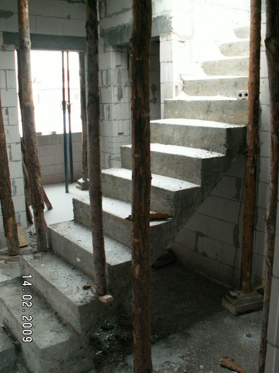 schody po wylaniu (widok z pokoju od str ogrodu)