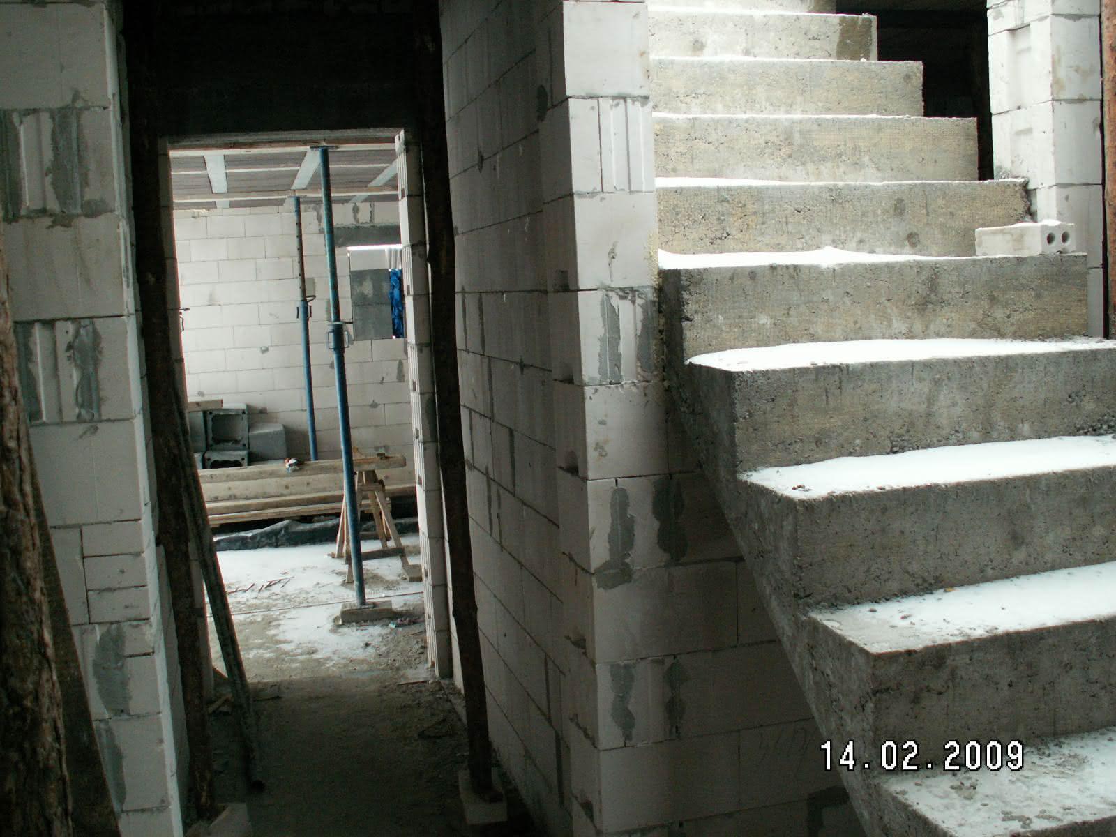 schody po wylaniu (widok z holu)