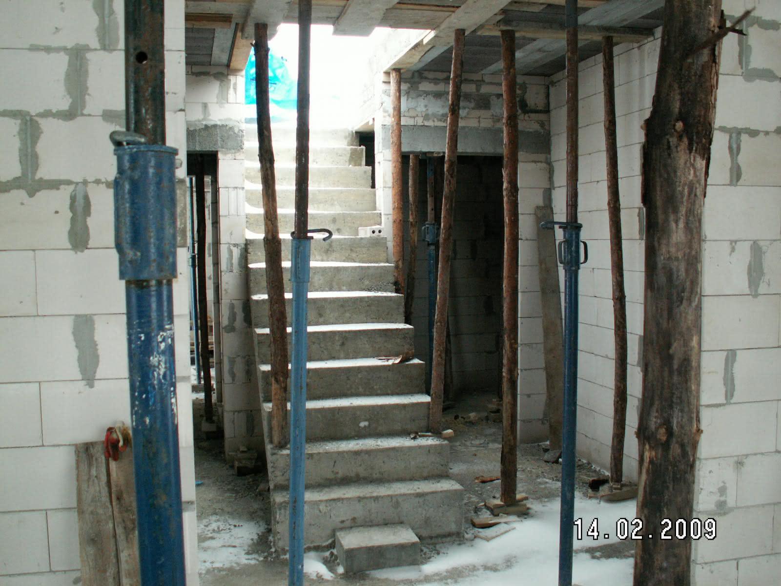 schody po wylaniu (widok z salonu)