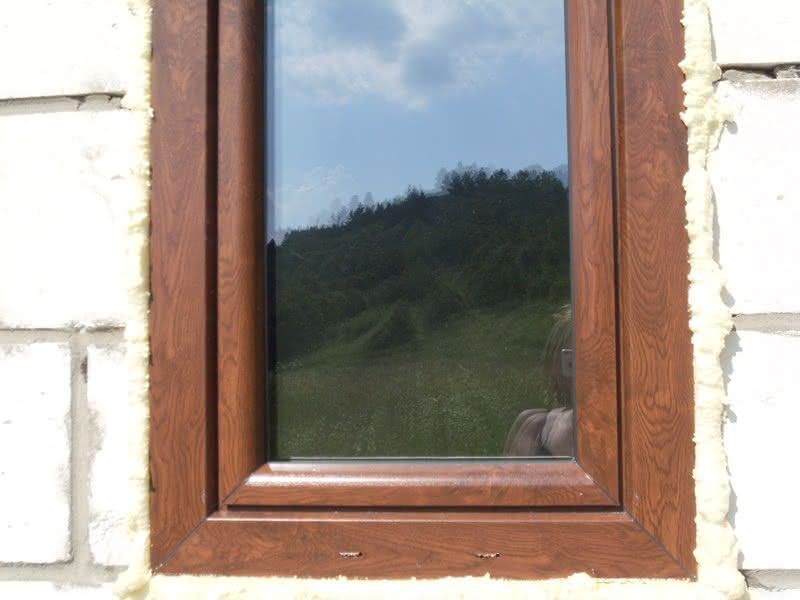 okno z bliska