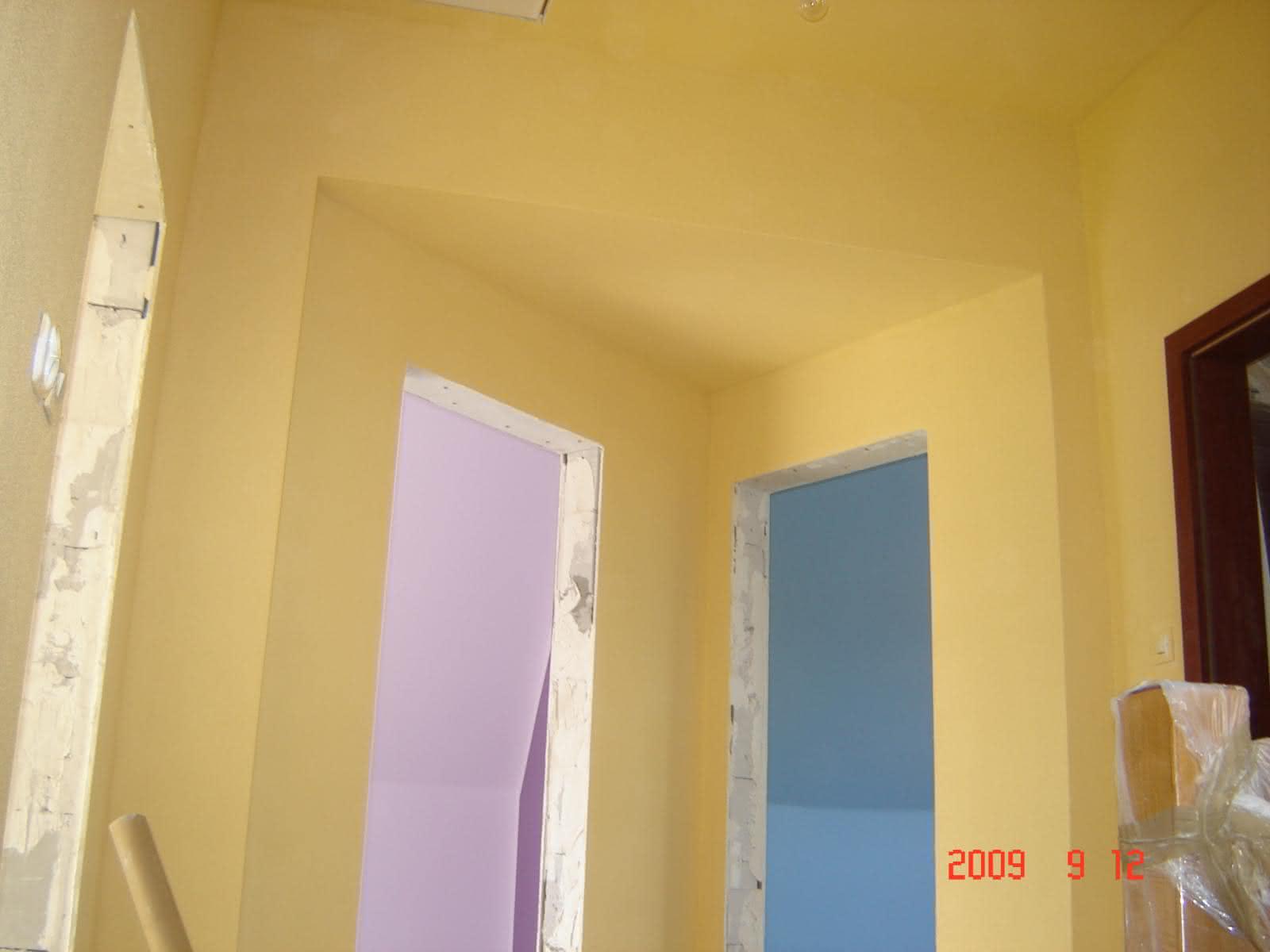 malowanie korytarza na piętrze