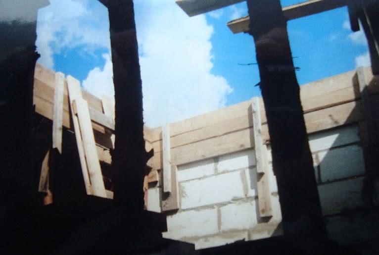 074 DSC00958 klatka schodowa i stemple.JPG