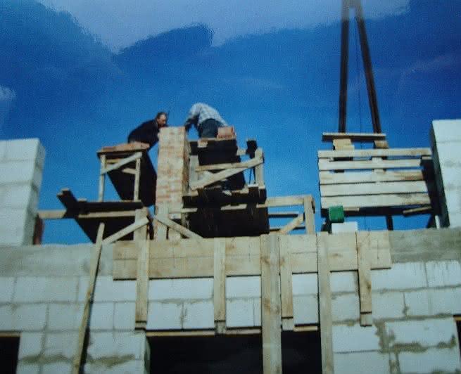 113 DSC01005 na dachu przy kominie.JPG