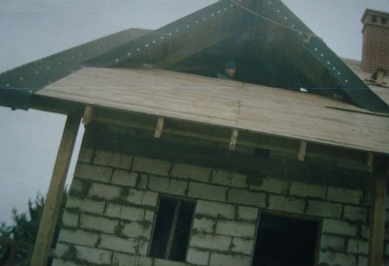 202.5 DSC00821 papowanie dachu nad gankiem.JPG