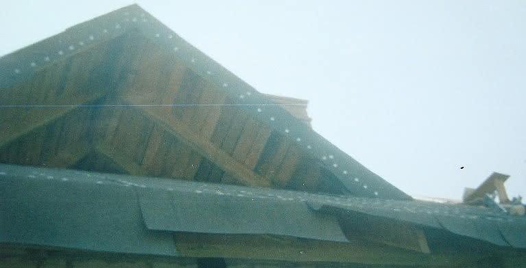 215 DSC00830 papowanie dachu nad gankiem.JPG