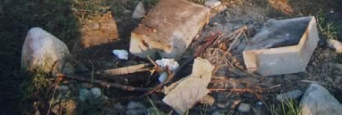 010 DSC00883 ognisko z bloczków.JPG