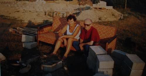011 DSC00884 mama i tata przy ogn na wersalce.JPG