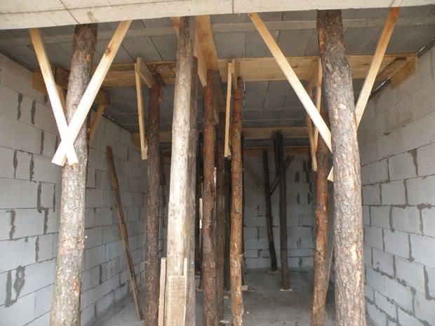 garaż stęple