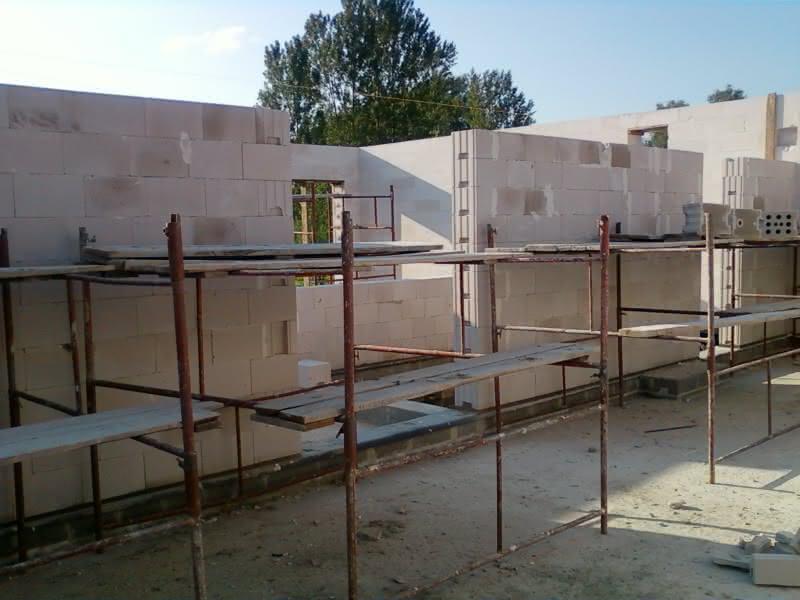W trakcie budowy ścian wewnętrznych :)