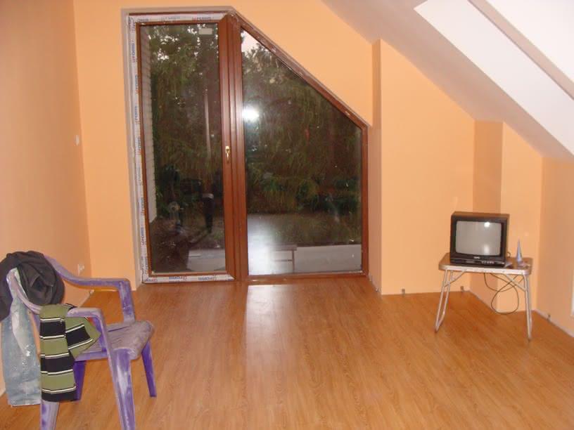 Pokój z charakterystyczny oknem.JPG