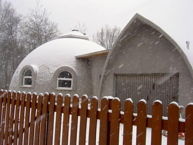 Dom kopuła - zimą