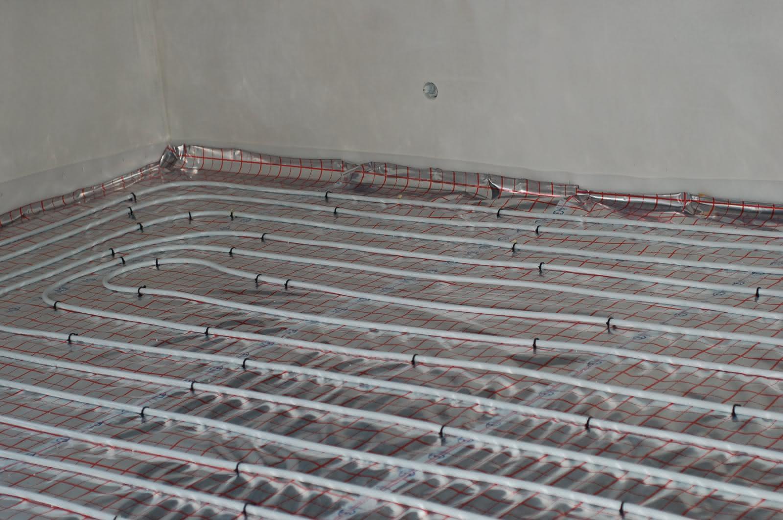 rurki do ogrzewania podłogowego - pokój na górze
