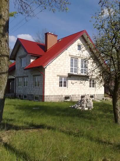 Widok na dom z sadku