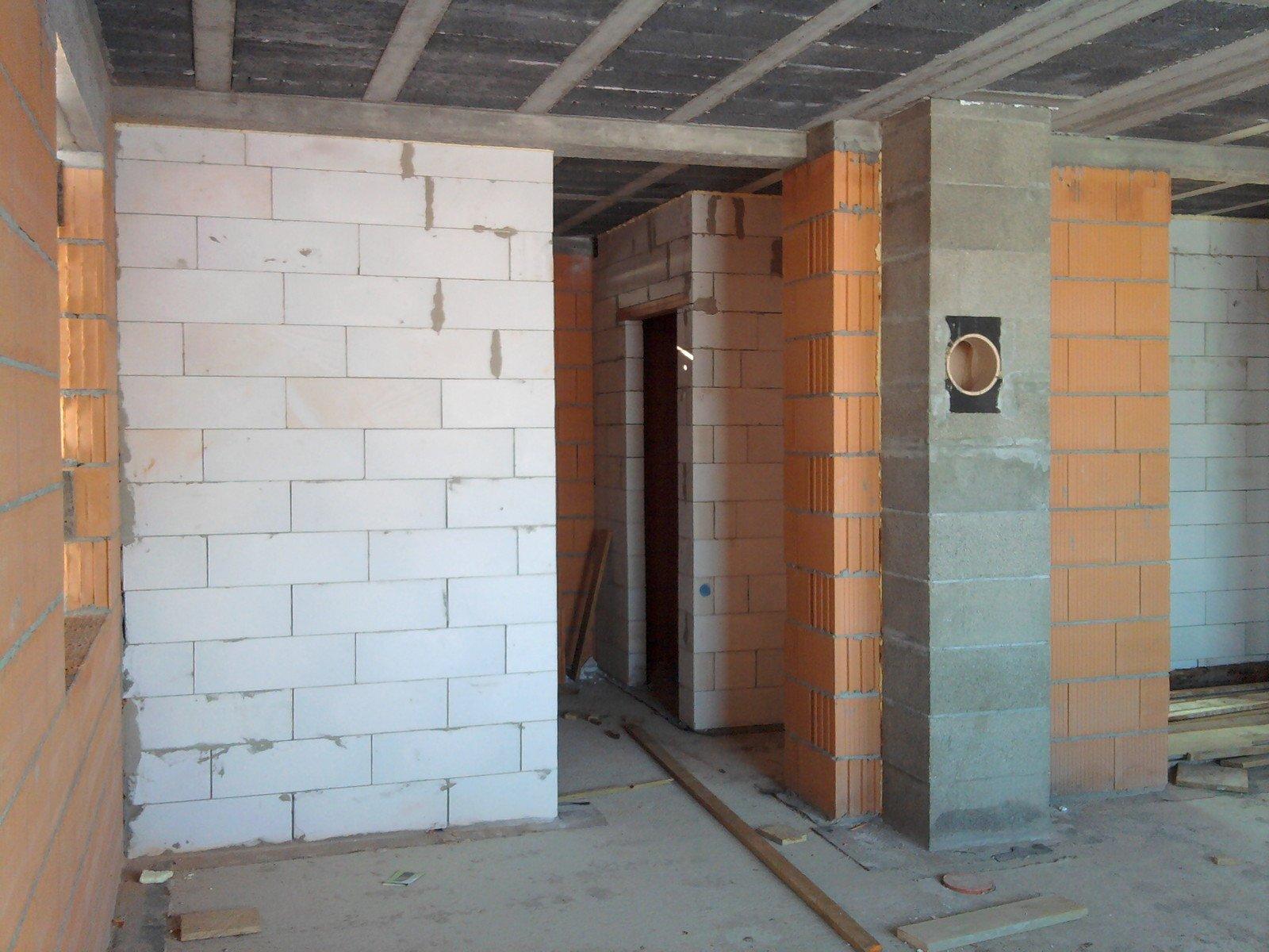 ścianka między kuchnią a salonem