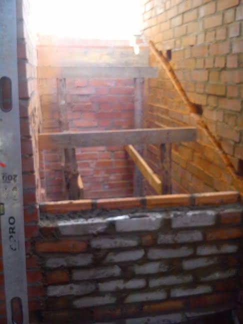 murujemy murek pod schodami