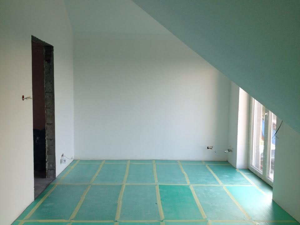 Sypialnia na górze przed podłogą