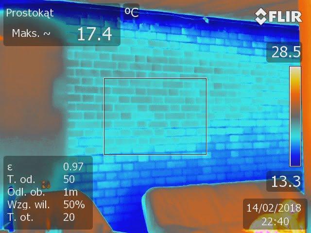 ściana nośna z cegły pełnej wewnątrz budynku