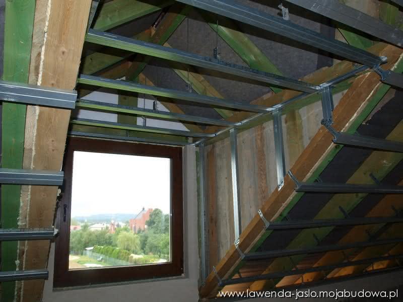 2012-08-11_podwieszenie-sufitu-lukarny_0