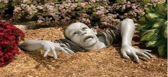 450-zombie-garden-sculpture.jpg