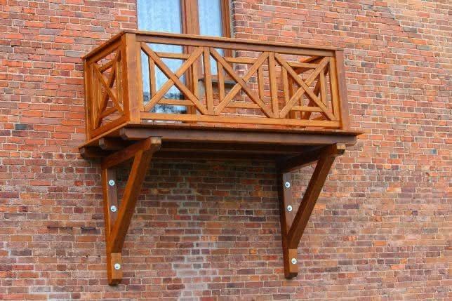 650325137_5_644x461_balkon-drewniany-bal